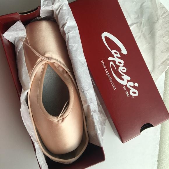 Capezio Shoes - Capezio Aria Pointe Shoes Size 11.5 NWT
